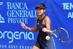 La filippina Alexandra Eala, 16 anni, ha già conquistato il titolo di doppio e contro la ceca Bartunkova punta alla doppietta (foto Francesco Panunzio)