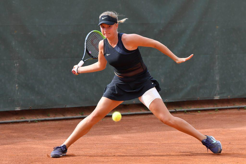 La ceca Lindaa Fruhvirtova, 16 anni, affronterà al 2° turno la 14enne russa Mirra Andreeva